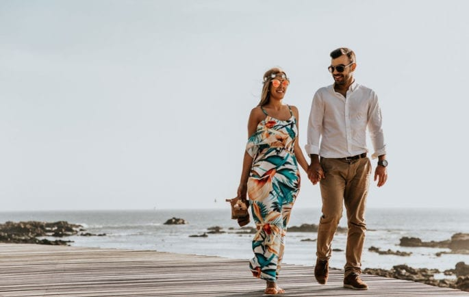 couple, walking, boardwalk, beach, rocks, water